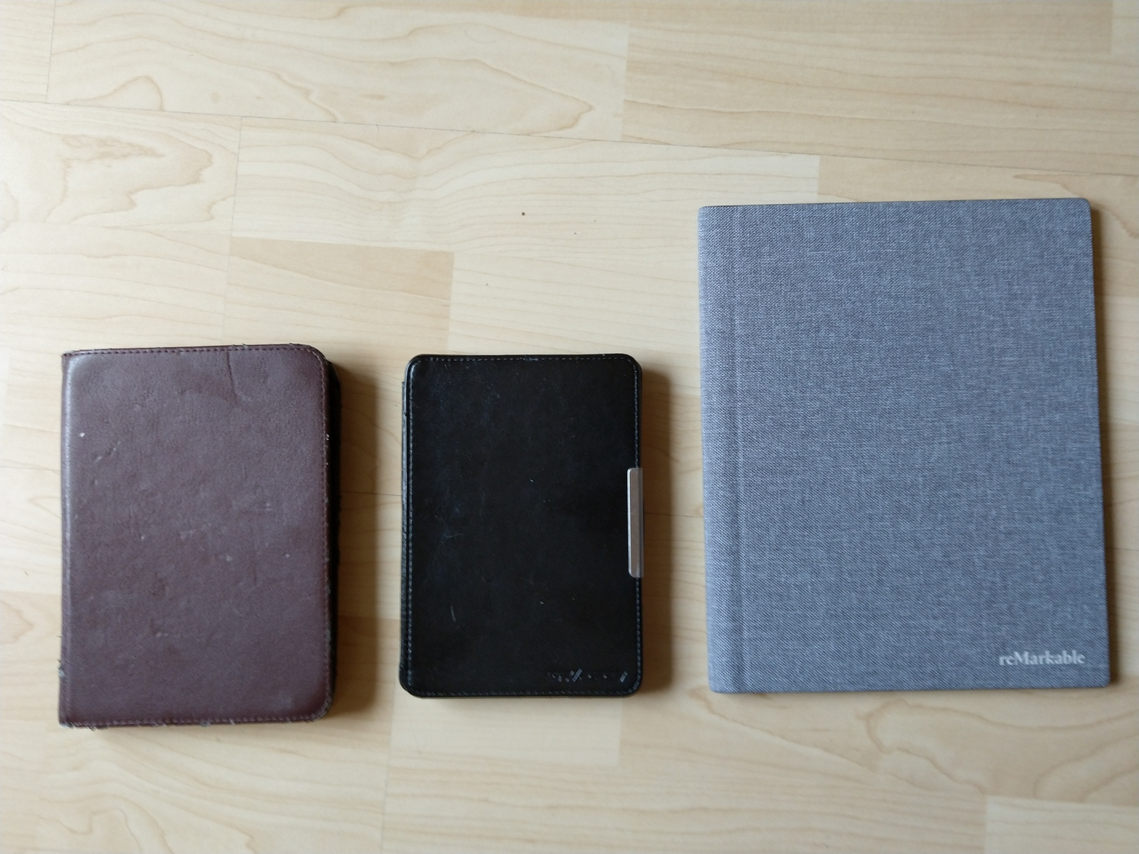 From left to right: Tolino Shine, Amazon Kindle, reMarkable2